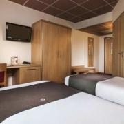 Chambre double adaptée PMR de l'hôtel Campanile Metz Nord - Talange