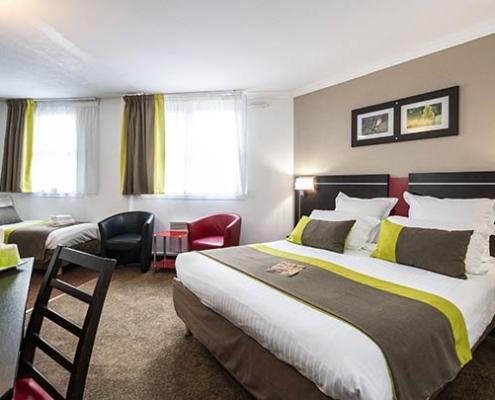 Chambre quadruple de l'hôtel Campanile Reims Centre-Cathédrale
