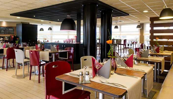 Salle de Restaurant de l'hôtel Campanile Reims Centre-Cathédrale