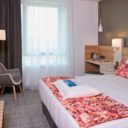 Chambre double de l'hôtel Kyriad Pontarlier