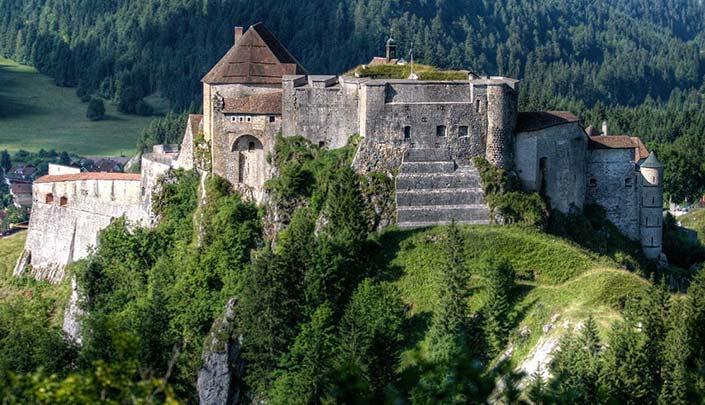 Chateau de Joux à proximité de l'hôtel Kyriad Pontarlier