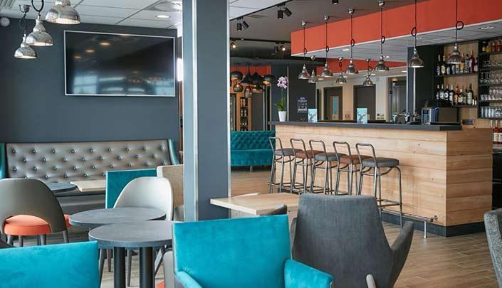 Bar-Lounge de l'hôtel Kyriad Pontarlier