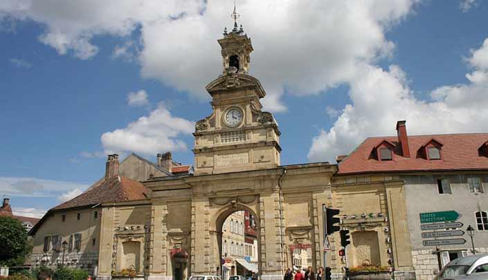 Vieille ville de Pontarlier à proximité de l'hôtel Kyriad Pontarlier