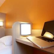 Chambre triple de l'hôtel Kyriad Rouen Sud - Val de Reuil