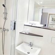 Salle de bains de l'hôtel Kyriad Rouen Sud - Val de Reuil